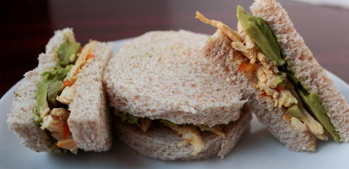 Сэндвич с курицей и миндалем