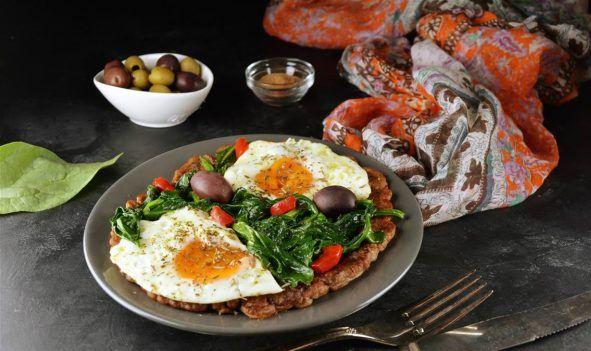 Яйца со шпинатом и блинчиками