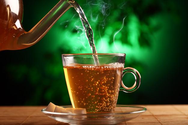 Почему нужно пить горячий чай в жару
