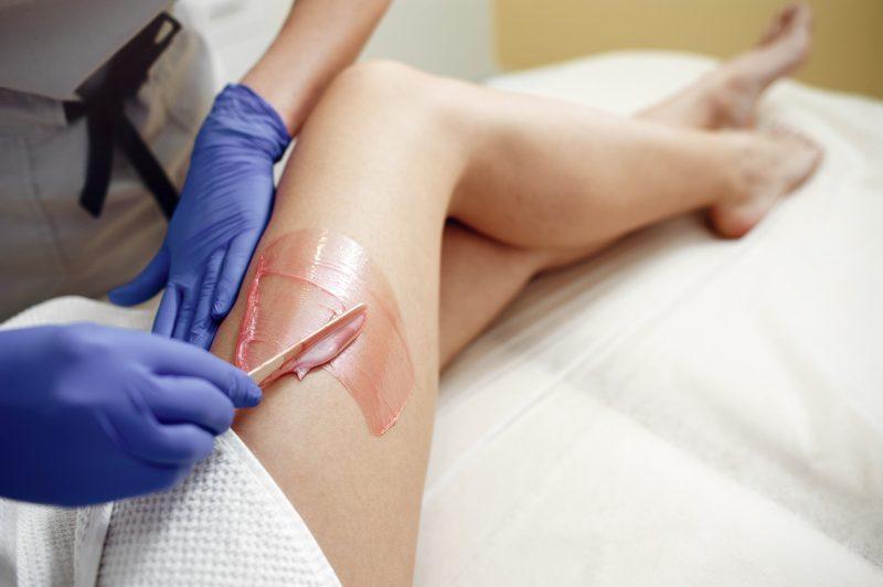 Карамельная эпиляция: сладкий путь к бархатной коже