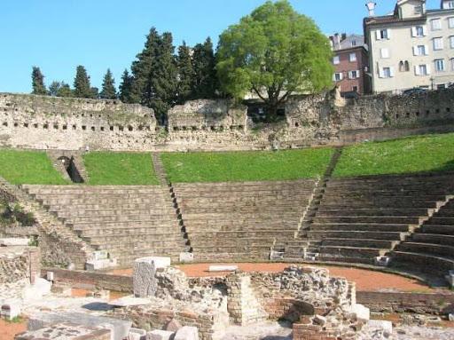 Руины Римского театра в Вероне фото